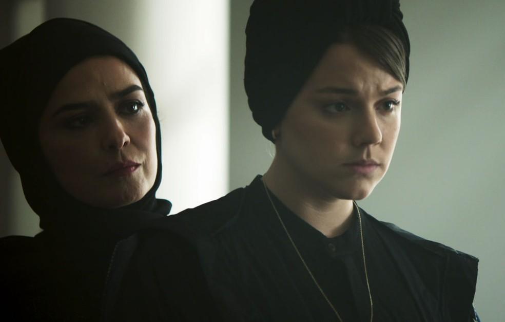 Dalila (Alice Wegmann) mente  e diz que já se entregou a Jamil (Renato Góes) em 'Órfãos da Terra' — Foto: Reprodução/TV Globo
