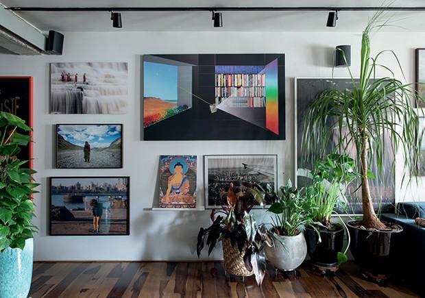 Living: Todas as fotos e o quadro com proporção áurea têm um significado bem maior do que o de simples coleção de arte  (Foto: André Klotz)