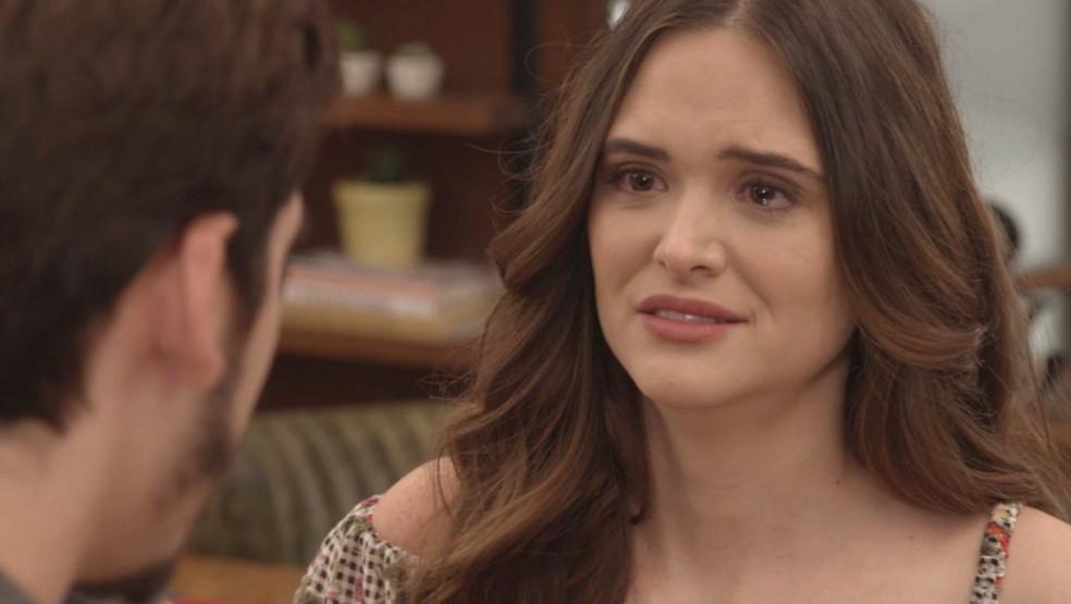 Marocas (Juliana Paiva) descobre que está sendo envenenada na novela 'O Tempo Não Para' — Foto: TV Globo