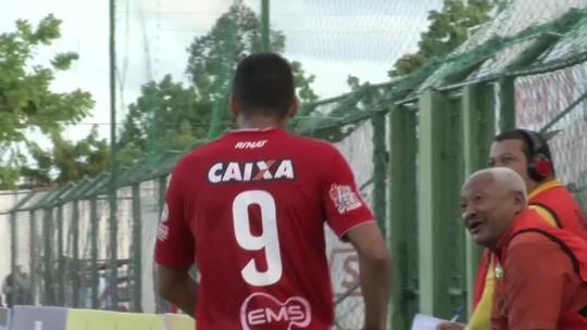 """Neto Baiano minimiza gol mal anulado no domingo: """"Importante é a vitória"""""""