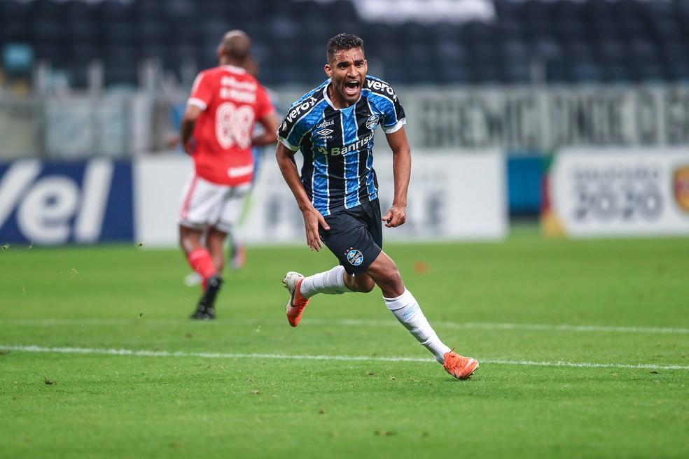 Isaque saiu do banco para marcar o segundo gol gremista — Foto: Lucas Uebel/Divulgação Grêmio