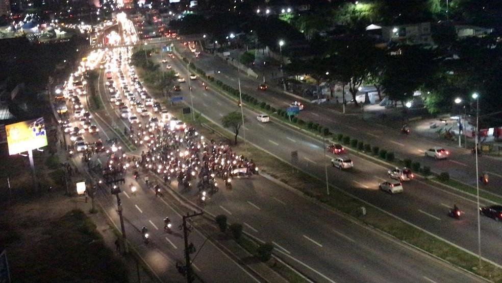 Protesto dos motociclistas seguiu pela BR-101 Sul, em Natal (Foto: Ítalo di Lucena/Inter TV Cabugi)