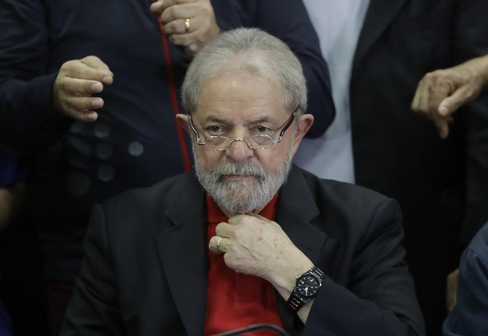 Lula antes de entrevista coletiva à imprensa em 13 de julho de 2017  (Foto: AP Foto/Andre Penner)