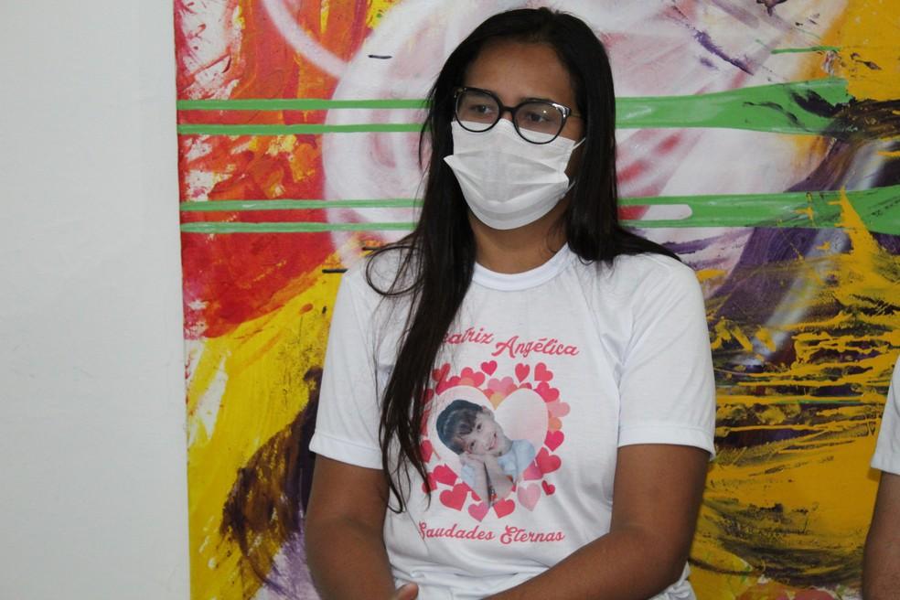 Este ano, por causa da pandemia, Lúcia Mota tem feito lives falando sobre o caso da filha Beatriz — Foto: Emerson Rocha / G1 Petrolina
