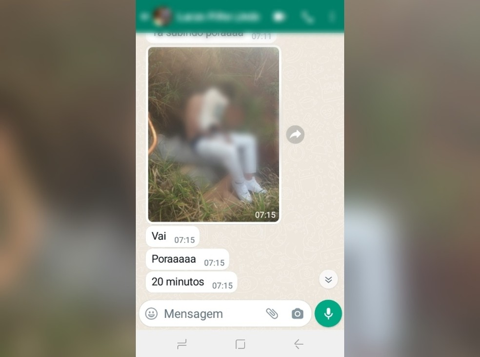 Família recebeu foto do jovem com a cabeça coberta durante falso sequestro em Lins — Foto: NovaTV/Divulgação