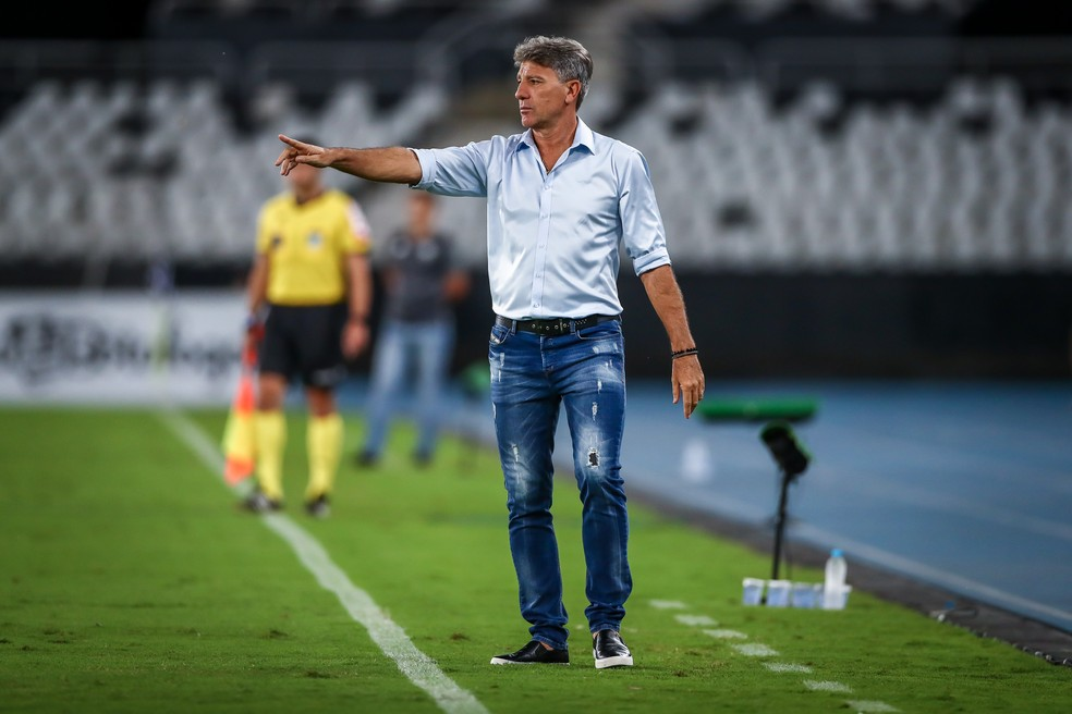 Renato Portaluppi em vitória do Grêmio no Rio — Foto: Lucas Uebel/Grêmio