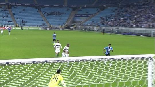 """Fernandinho vibra com gol e agradece assistência de Luan: """"À frente dos demais"""""""