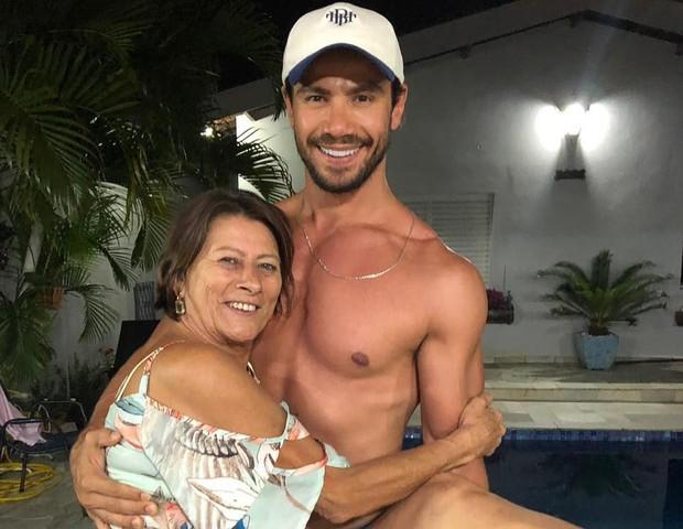 Mariano e a mãe, Valentina Bijos (Foto: Reprodução/Instagram)