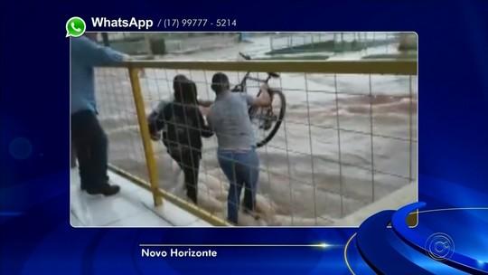 Quase arrastada por enxurrada, ciclista é salva por pedestres em Novo Horizonte; vídeo