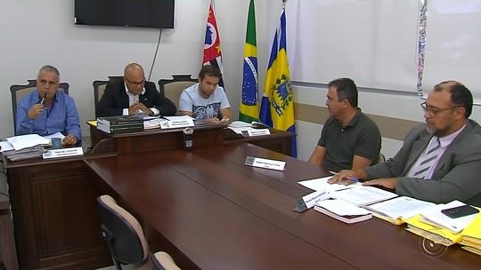 Prefeito de Agudos é ouvido por comissão que apura denúncia de pagamento irregular