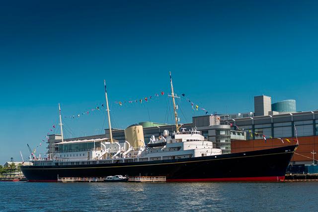 O Royal Yacht Britannia, que por 40 anos serviu a família real britânica e hoje é um museu aberto para turistas que visitam a Escócia (Foto: Divulgação)