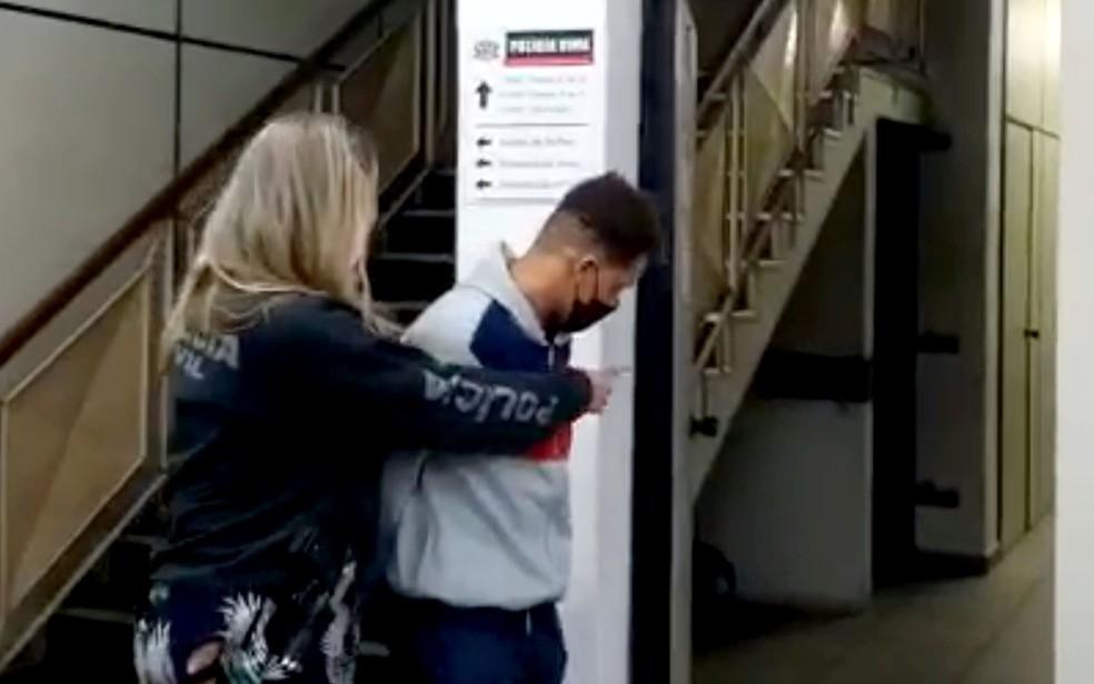 Homem preso em flagrante em Paulínia após agredir esposa com socos; mulher morreu — Foto: Jonatan Morel/EPTV