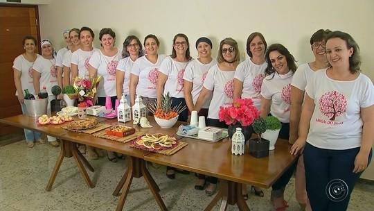 Mulheres com câncer de mama se unem para trocar experiências