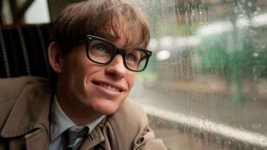 'A teoria de tudo', filme sobre Stephen Hawking, rendeu Oscar a Eddie Redmayne em 2015