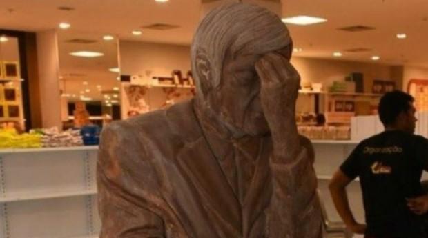 Casa também tem estátua de chocolate do médium Chico Xavier (Foto: Divulgação)