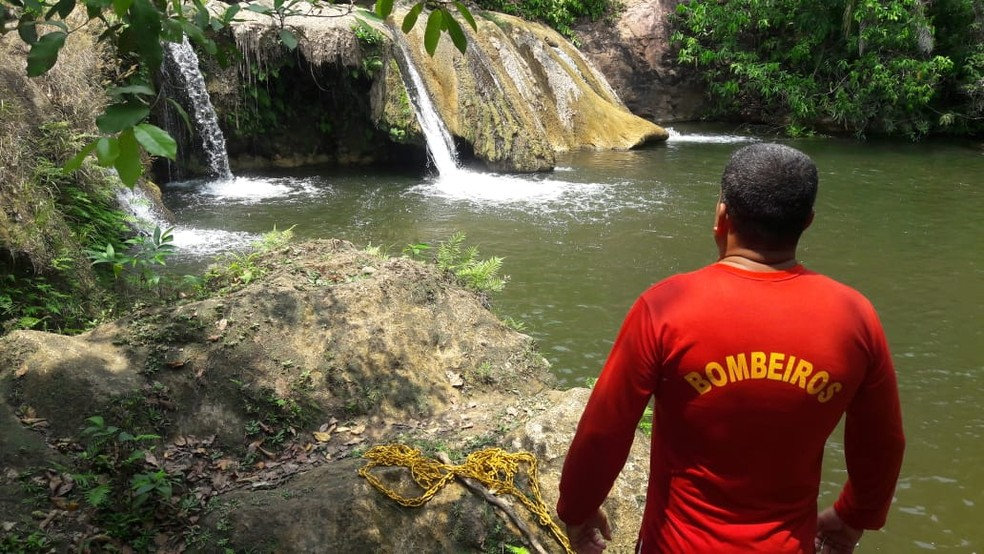 Bombeiros resgataram corpo da jovem que se afogou em cachoeira em Cáceres — Foto: Corpo de Bombeiros de Cáceres/Divulgação