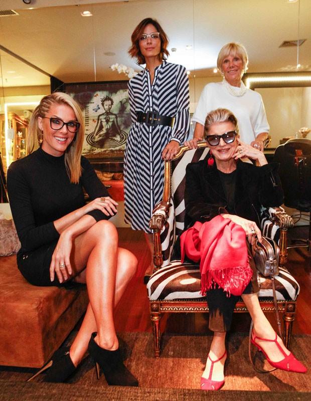 Nossa diretora de redação, Laura Ancona; a modelo e apresentadora Ana Hickmann; a consultora de estilo Costanza Pascolato; e Eliane Gonçales, diretora de luxo da GO Eyewear, participaram do fashion talk durante o evento (Foto: Ricardo Cardoso)