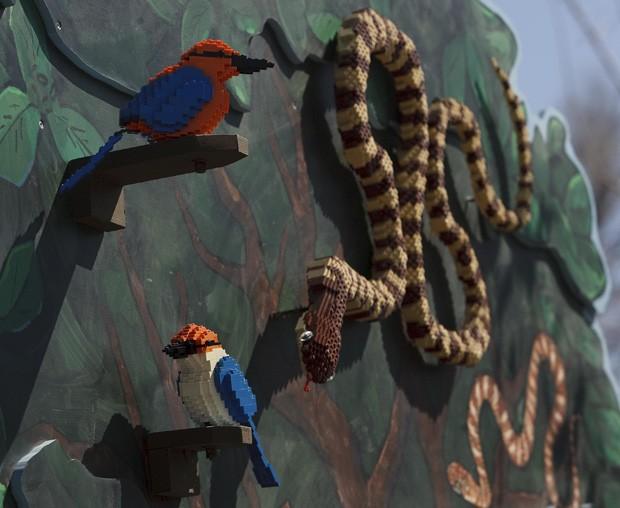 Artista utilizou mais de 125 mil peças para montar 30 animais de Lego (Foto: The Salt Lake Tribune/Leah Hogsten/AP)