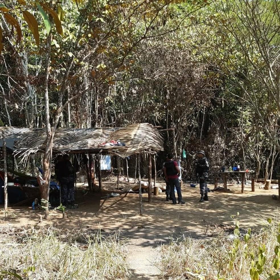 Acampamento é descoberto dentro de mata em fazenda de RO — Foto: 8°BPM/Divulgação