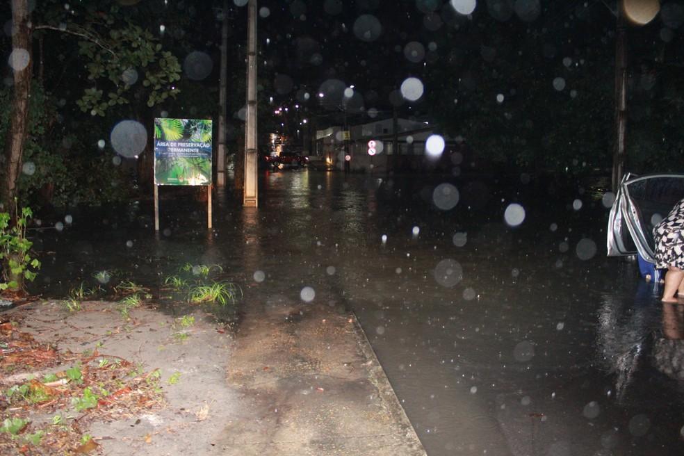 Índice pluviométrico em Manaus, por volta das 22h30, foi de 74,2mm — Foto: Rickardo Marques/G1 AM