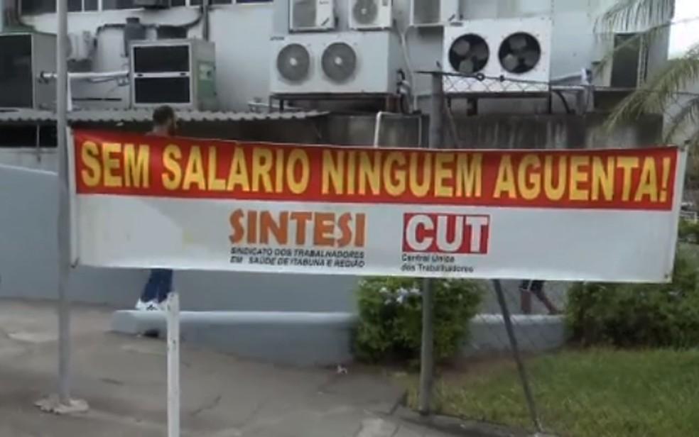 Funcionários da Santa Casa fazem greve no sul da Bahia — Foto: Reprodução/TV Bahia
