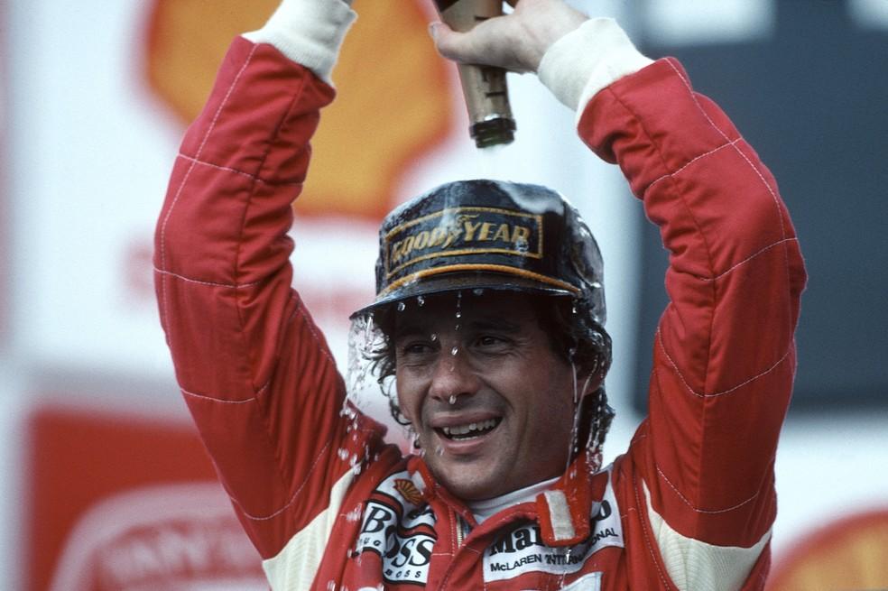 Ayrton Senna comemora a vitória no GP do Brasil de 1993 — Foto: Getty Images