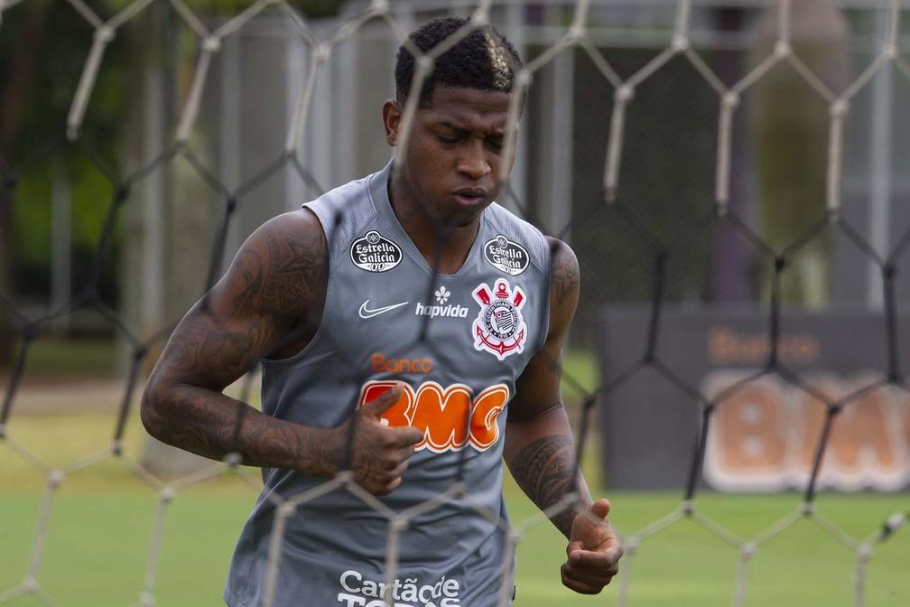 Yony González corre no gramado do CT do Corinthians — Foto: Daniel Augusto Jr/Ag. Corinthians