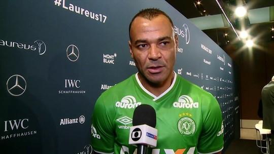 Com camisa do clube no Laureus, Cafu pede apoio à Chapecoense