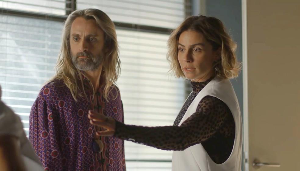 Luzia e Groa vão atrás de Galdino (Foto: TV Globo)