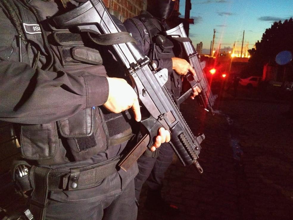Ação da polícia aconteceu nesta tarde no Mercado da Avenida 4 — Foto: Divulgação