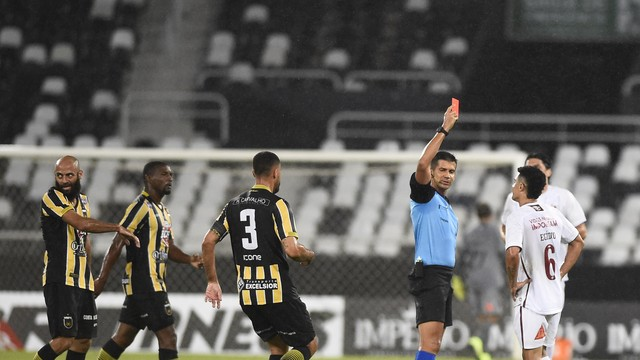 Egídio expulso cartão vermelho Fluminense Volta Redonda
