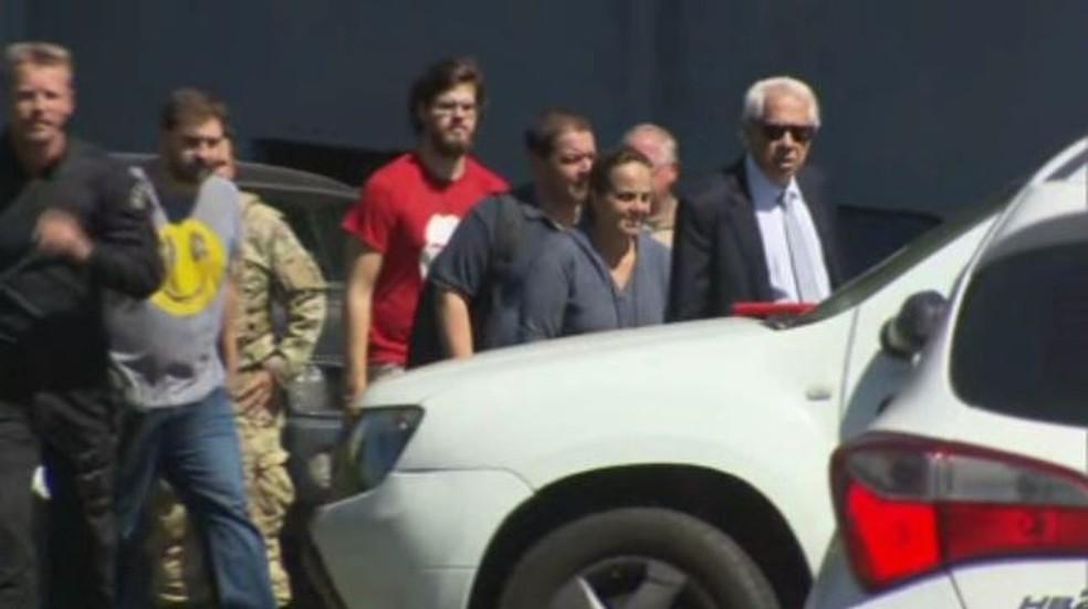 Familiares de Lula estiveram na sede da PF nesta quinta-feira (12) para visitar o ex-presidente. (Foto: Rafael Trindade/RPC)