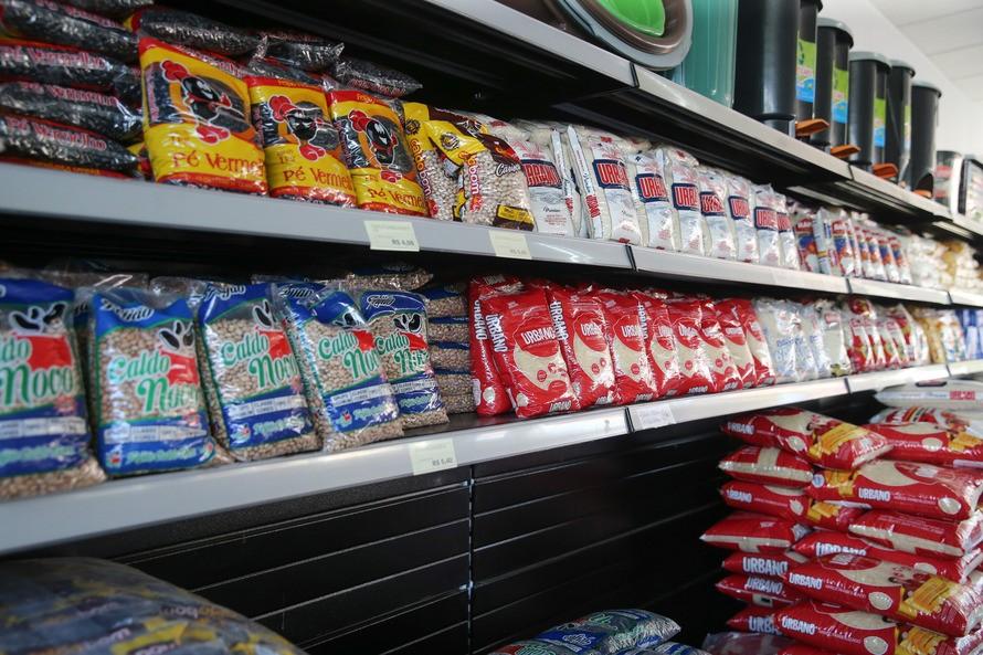 Cartões do programa Comida Boa começam a ser entregues a partir de segunda-feira (11), em Curitiba
