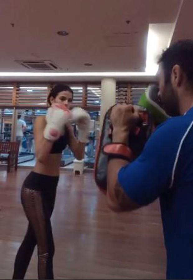 Bruna Marquezine treinando (Foto: Reprodução/Instagram)