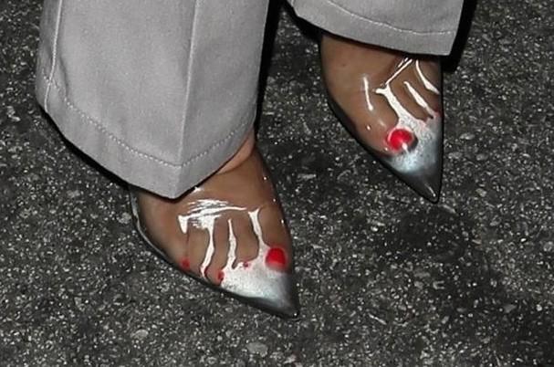 Sapatos de Kourtney Kardashian (Foto: AKM-GSI)
