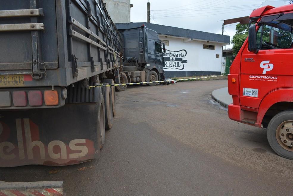 Local do acidente foi interditado pela PM (Foto: Jeferson Carlos/G1)