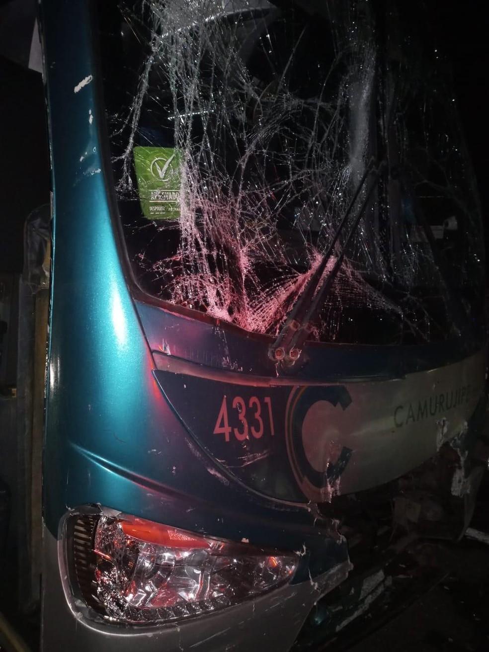 Acidente entre ônibus e caminhão deixa trânsito lento na BA-526 — Foto: Divulgação / Bahia Norte