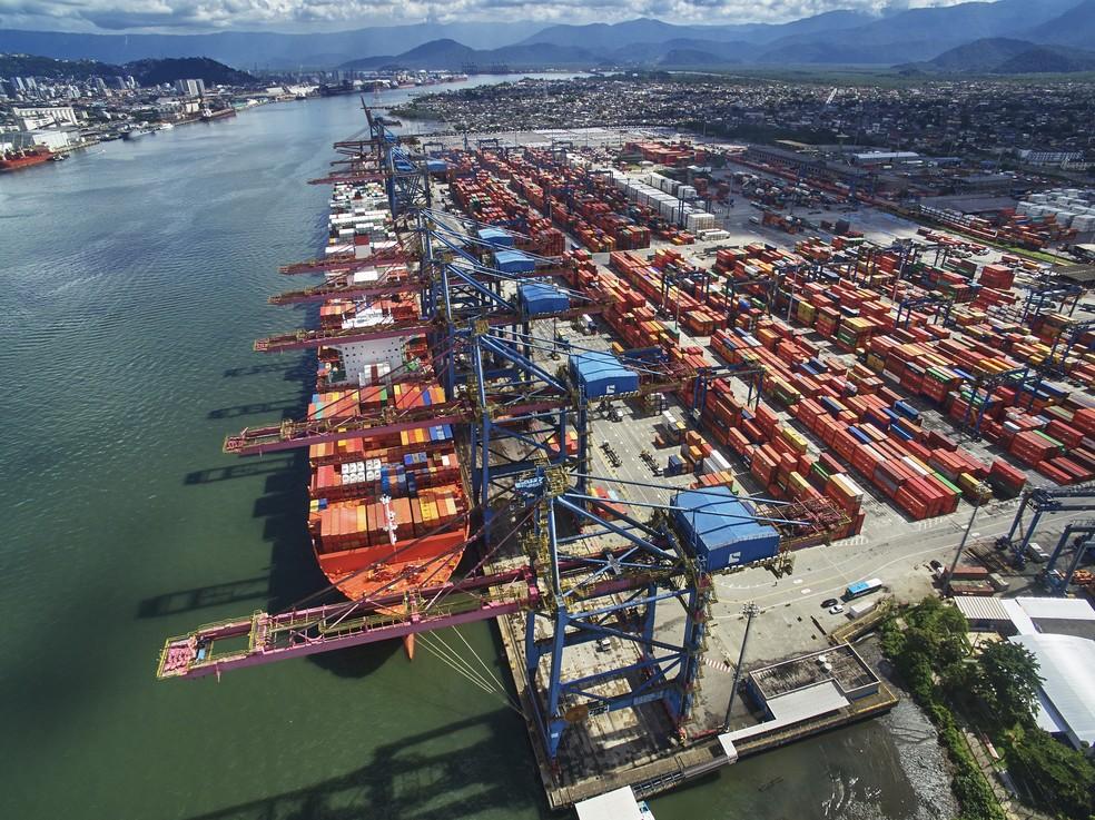 Cresce o transporte de produtos em contêineres no Porto de Santos ...