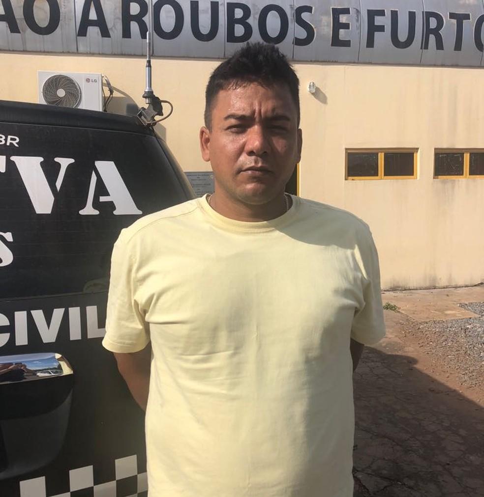 Esaul dos Santos Oliveira foi preso com documento falso em Cuiabá (Foto: Polícia Civil/Divulgação)