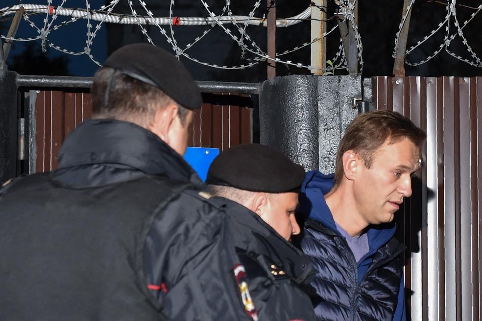 Opositor russo Alexei Navalny é detido nesta segunda-feira (24) logo após deixar centro de detenção no centro de Moscou â?? Foto: Vasily Maximov/AFP