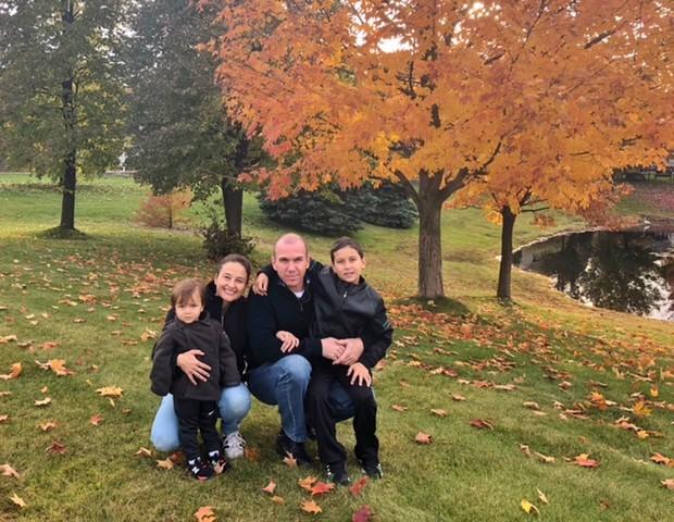 Juliana e Léo moram em Michigan com os filhos Theo, 10, e Thomas, 2 (Foto: Arquivo pessoal)