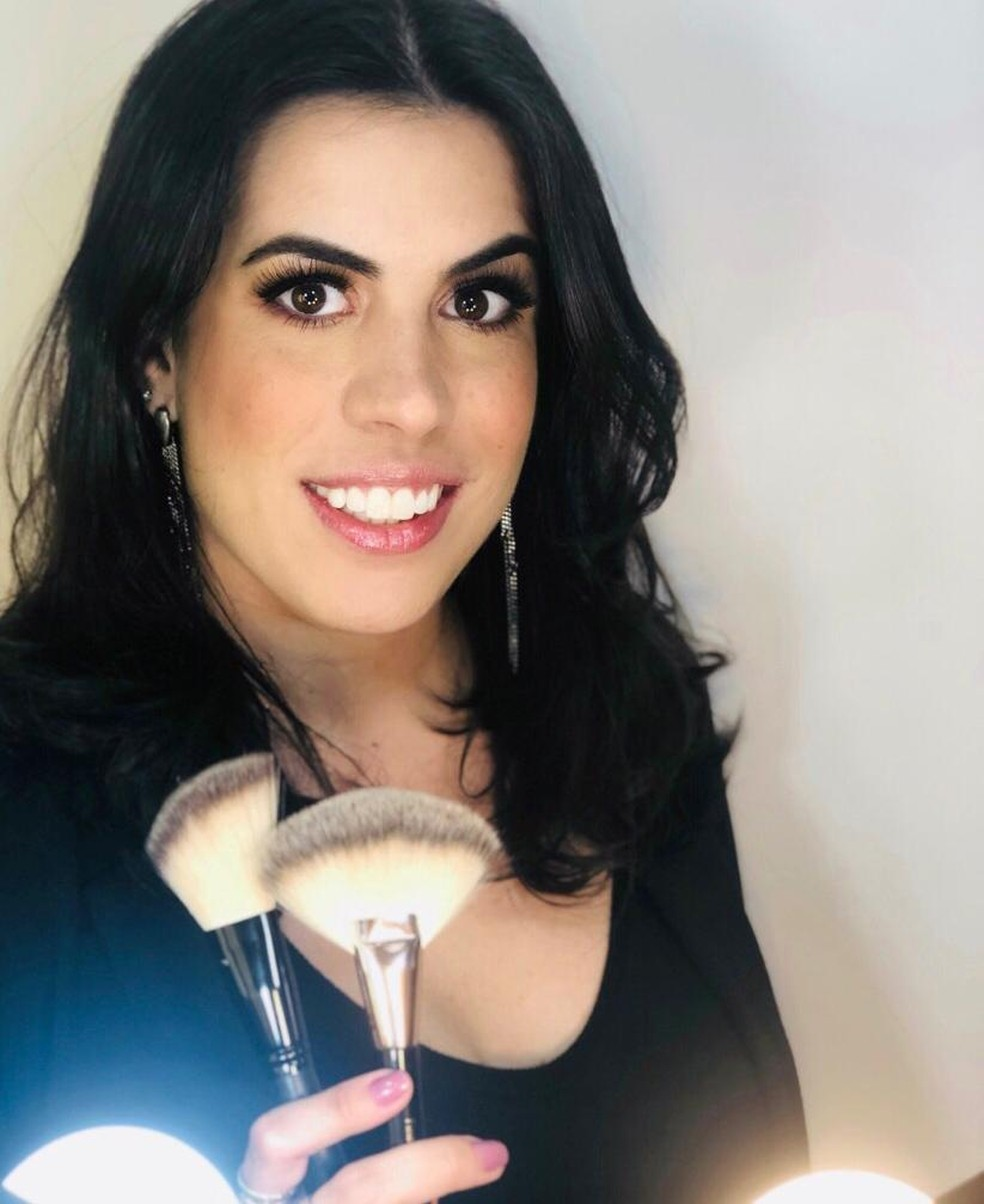 Juliana passou a trabalhar como maquiadora  — Foto: Arquivo pessoal