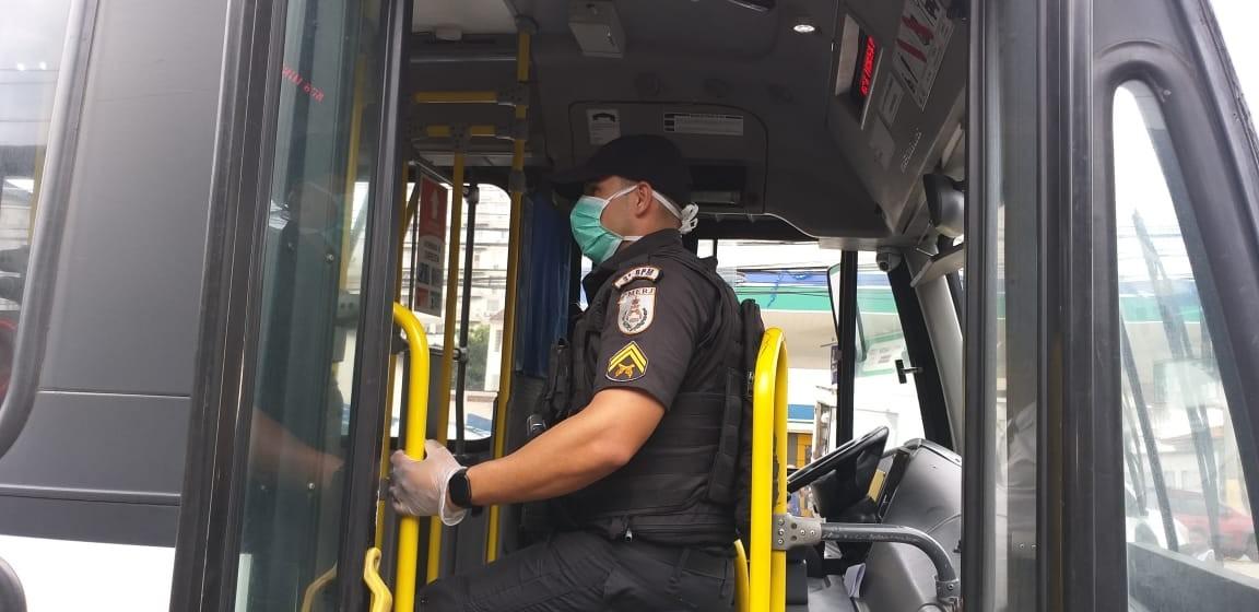 PMs denunciam uso de uma mesma máscara por até oito horas no Rio