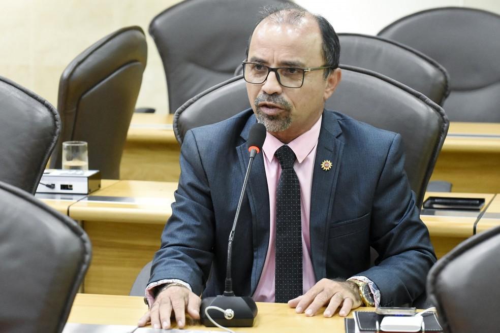 Deputado estadual Sandro Pimentel (Psol) fala durante sessão da Assembleia Legislativa do Rio Grande do Norte.  — Foto: João Gilberto/ALRN