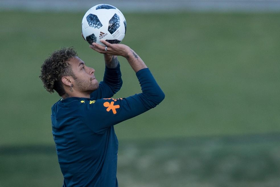 Neymar antecipou programação e foi a campo um dia antes do previsto (Foto: Pedro Martins / MoWA Press)