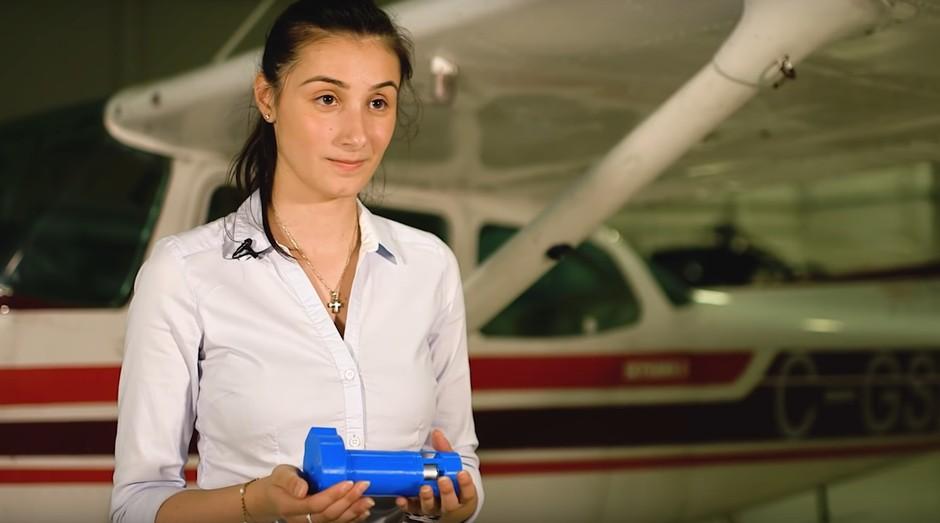 shoushi bakarian com sua criação, o Ventus 5 (Foto: Reprodução/Stratos Aviation)
