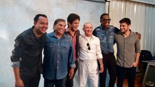 Novos 'Trapalhões' fazem pegadinha com Renato Aragão