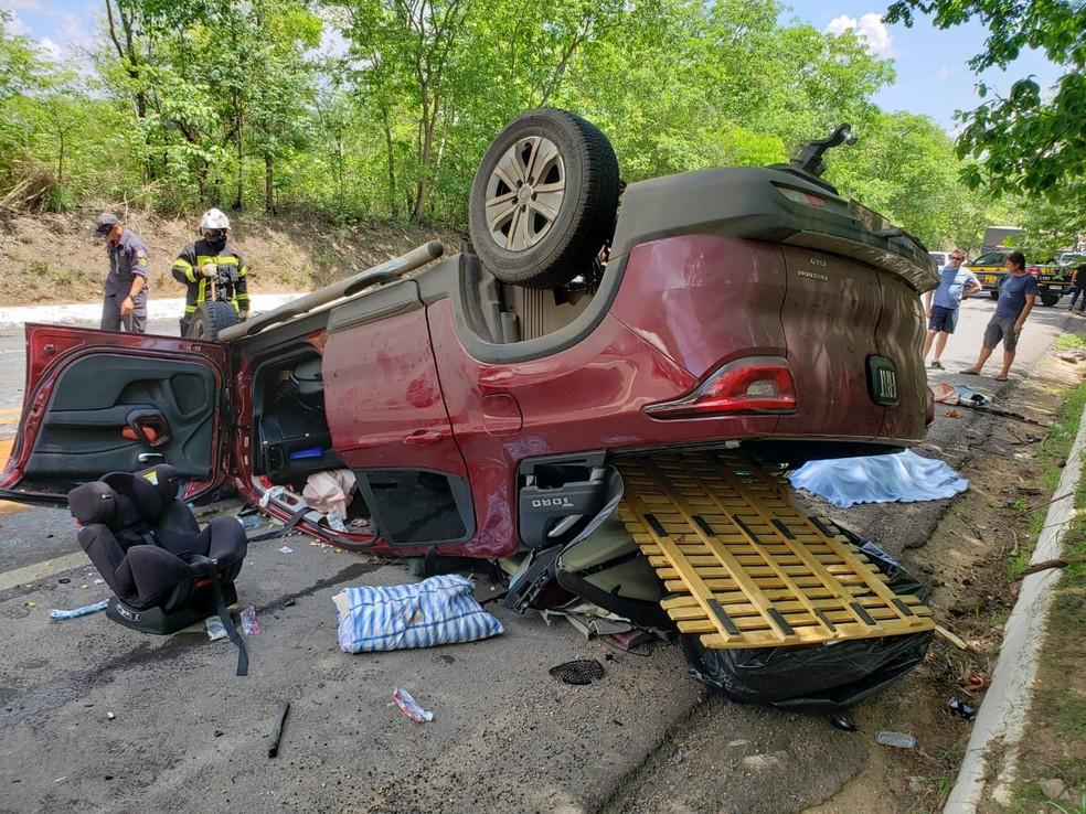 Acidente entre caminhonete de luxo e carreta mata três na BR-242; criança está entre vítimas — Foto: Ivonaldo Paiva/Blog Braga