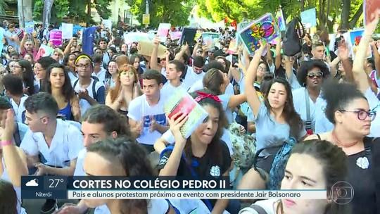 Pais e alunos protestam por corte de verbas nas instituições federais