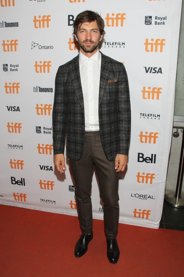 "TORONTO, ON - SEPTEMBER 15:  Michiel Huisman attends the ""Indian Horse"" premiere during the 2017 Toronto International Film Festival  at TIFF Bell Lightbox on September 15, 2017 in Toronto, Canada.  (Photo by Jeremy Chan/Getty Images) (Foto: Getty Images)"